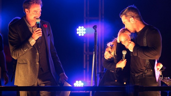 Robbie Williams joined on stage by Emma Bunton and Jamie Theakston