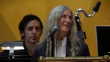 Patti Smith forgets words during Nobel performance
