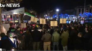 Hundreds attend Syria vigil