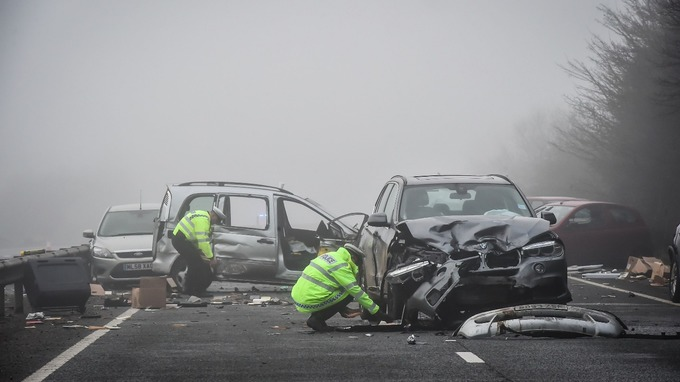 Police remain at scene of A40 Witney crashes | Meridian - ITV News