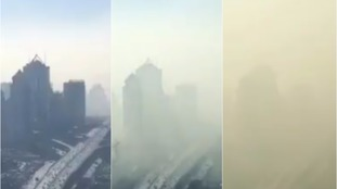 Smog rolls into Beijing in incredible time-lapse video