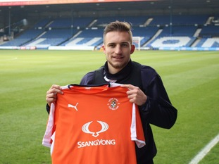 Luton Town sign Northampton Town midfielder