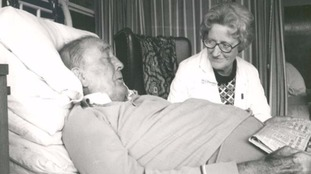 Cicely Saunders and a patient
