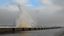 Strong winds brought huge waves on coastal areas - Wallasey