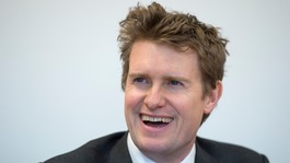 Tristram Hunt to stand down as MP to be V&A director