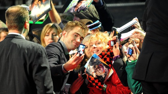 Robert Pattinson who plays Edward Cullen, arriving at the premiere 