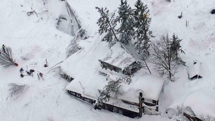 Hopes of finding Italy avalanche survivors fading