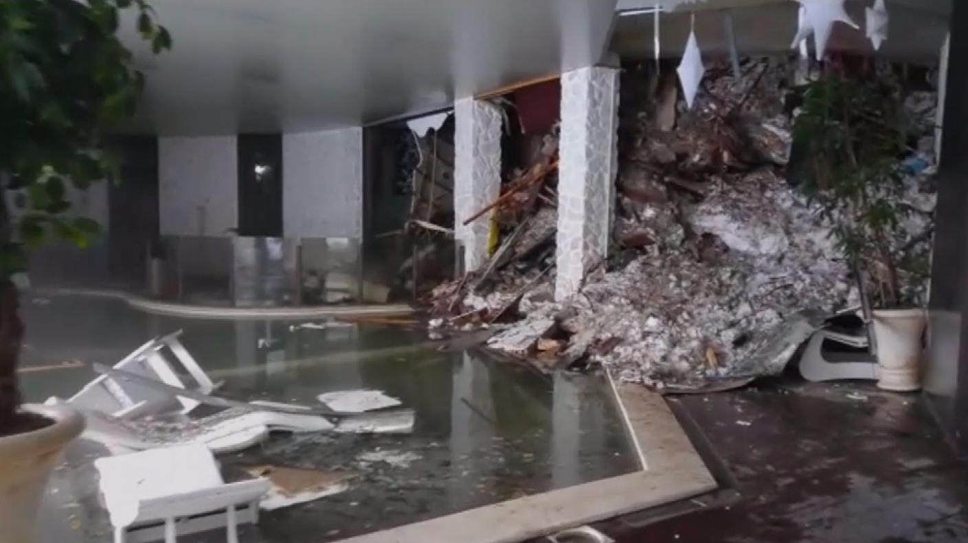 story avalanche hits hotel after italy earthquake killing