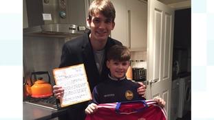 Boro midfielder Marten De Roon with schoolboy fan Henry Baines