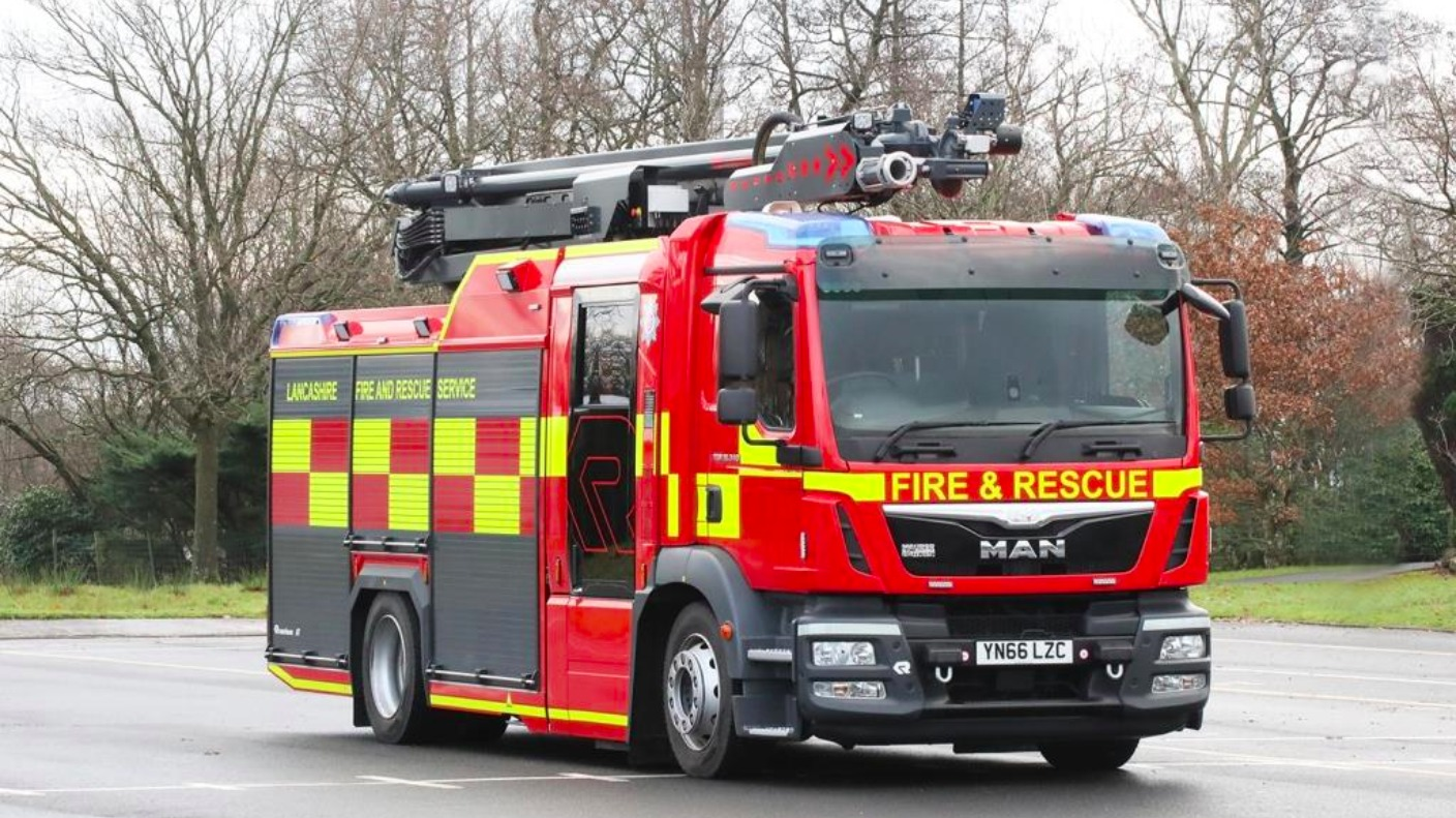 New Look Fire Engine To The Rescue In Lancashire Granada