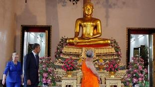President Obama and Secretary of State Hillary Clinton visit Wat Pho Royal Monastery in Bangkok