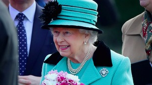 Queen all smiles on eve of historic milestone