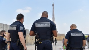 Bullet-proof glass wall to be built around Eiffel Tower base