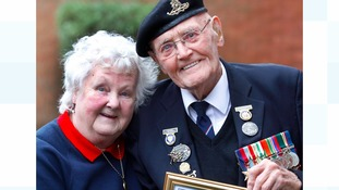 War veteran who sold 50,000 poppies honoured
