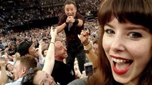 Bruce Springsteen fan gets perfect concert selfie with the Boss
