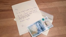 The engraved £5 note and letter from the anonymous woman.