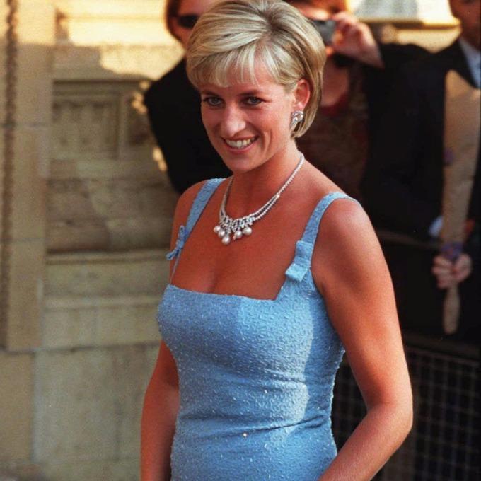 Princess Diana  sc 1 th 225 & Princess Dianau0027s most memorable outfits to go on display - ITV News