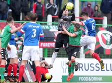 Glentoran's goalkeeper Elliott Morris comes out to catch a Linfield corner.