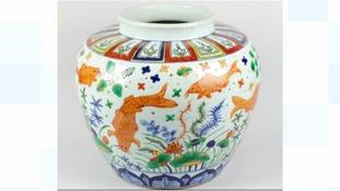 Birmingham auction sells vase for 400 times its estimate