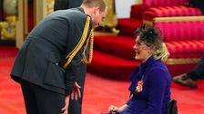 Paraplegic fundraiser Claire Lomas collects MBE