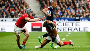 Jonathan Davies tackling French player