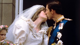 Charles and Diana kissing on the balcony of Buckingham Palace