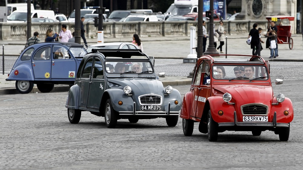 French parliament to debate banning older cars in Paris - ITV News