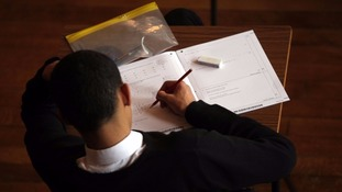 Union warns of 'race to the bottom' on teachers' pay