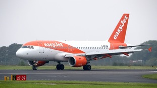 EasyJet 'genuinely sorry' after couple ordered off overbooked flight