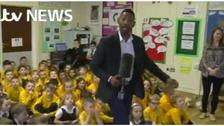 Des meeting lots of schoolchildren in Nuneaton