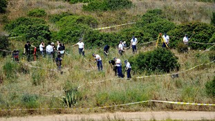 British police and their Portuguese counterparts search for clues about Madeleine's disappearance.