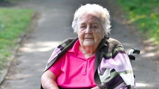 92-year-old great-gran pushed home in wheelchair after cab failed to turn up