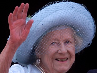 The Queen mother was celebrating her 100th birthday in 2000
