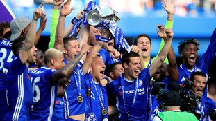 Champions Chelsea and John Terry signed the season off in style with 5-1 victory over Sunderland