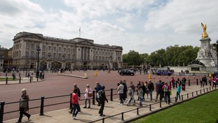 Man with knife arrested near Buckingham Palace
