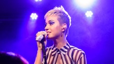 Katy Perry pays tearful tribute to Manchester victims