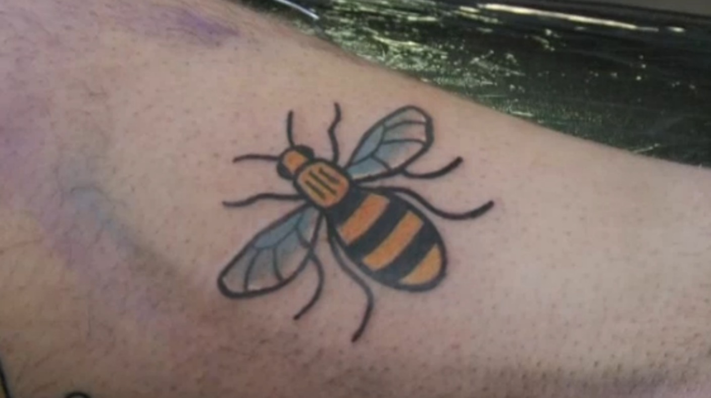 sheffield tattoo parlour inks dozens of bee symbols in aid of manchester terror attack appeal. Black Bedroom Furniture Sets. Home Design Ideas