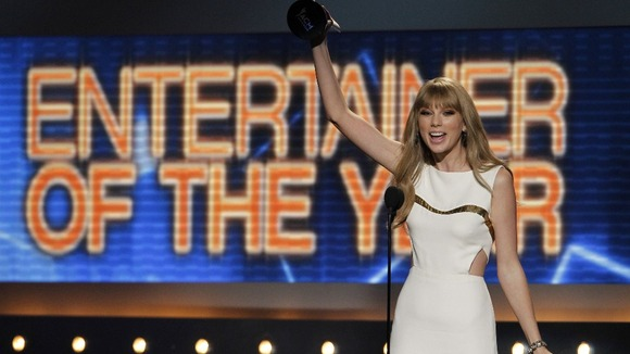Taylor swift named entertainer of the year at academy of for Academy of country music award for video of the year
