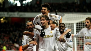 Swansea City celebrate at Arsenal