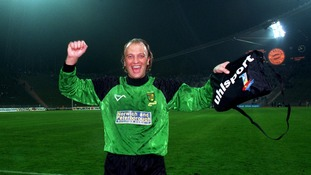 Bryan celebrates beating Bayern Munich in 1993.