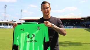 Marek Štěch: Czech goalkeeper agrees two-year deal at Luton Town