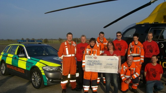 The MAGPAS team receives a cheque for £5,000