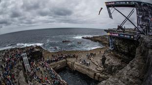 Inis Mór hosts thrilling cliff diving challenge