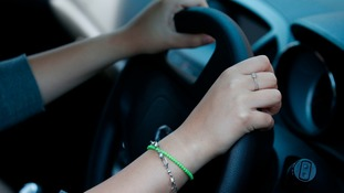 Hand fines to parents who leave car engines running, health groups urge