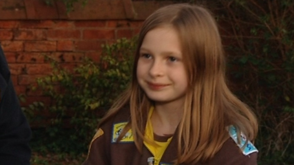 Schoolgirl braves bad weather for Brownie badges | West ...
