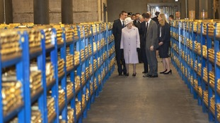 The Queen and Duke toured row upon row of the bars