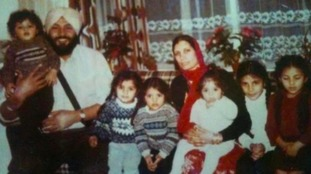 Family photo of Preet with her parents and brothers and sisters