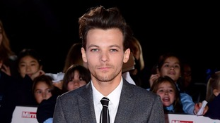One Direction star Louis Tomlinson signs solo record deal