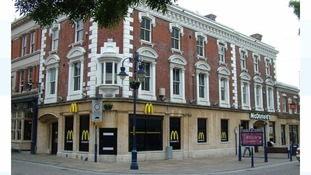 Police in Gravesend hunt two suspects after stabbing in fast food restaurant