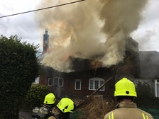 Oxfordshire firefighters tackle large blaze at thatched cottage
